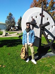 Nicolás Farías - Nike Air Max, H&M Pants - Sunshine university of talca