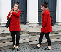 Justyna Lis - Zara Red Coat, Gucci Black Mules, Mango Leather Bag, Zara Black Pants - Red oversize coat