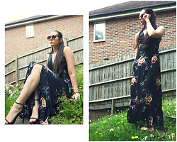 Victoria P - Boohoo Floral Wrap Dress, Boohoo Heeled Sandals, New Look Sunglasses - Amongst the Flora
