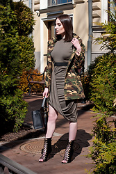 Anna Puzova - Zaful Jacket, Sammydress Dress, Sammydress Belt, Sammydress Shoes, Sammydress Bag, Whistle + Bango Bangle - ARMY GREENS