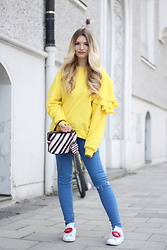 Franziska Elea - Mango Sweater, Zara Bag, Zara Jeans, Adidas Sneakers - Color Blocking