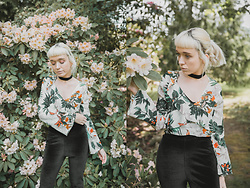 Peaches - Shein Floral Flared Sleeved Top, Missguided Velvet Flared Trousers, New Look Velvet Choker Necklace - Floral Flared Sleeved Top