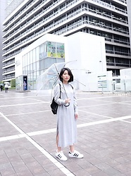 Aurelia Olivia - H&M Dress, Adidas Sneakers Superstar - Rainy day in Tokyo