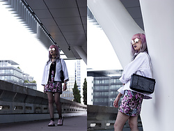 Léopoldine Cannibale - H&M Jacket, H&M Skirt, Dr. Martens Derbies - I want to go back in my bed