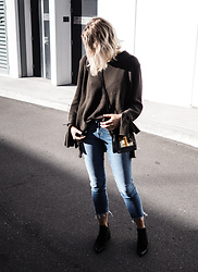 Madelene McGuinness - Imonni Melbourne Davis Knit, Mavi Ada Boyfriend Jeans, Tom Ford Natalia Bag - KHAKI KNIT, RAW EDGED DENIM (WHAT'S NEW?)