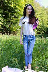 Veronika Lipar - H&M White And Black Slogan Tee Shirt, A.P.C. Light Blue Mom Jeans, Queen Bee Black Studded Mules - Office in the Grass, Femenine Vibes and Strawberry Picnic