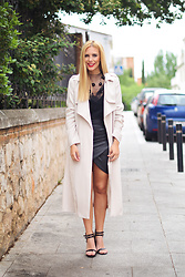 Martha Lozano - Chic Wish Top, Buylevard Skirt, Ivyrevel Trench - No me vendas la moto