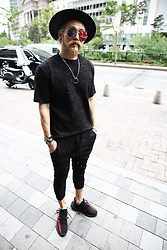 INWON LEE - Byther Paisley Embossed Pattern Custom Short Sleeve T Shirts, Byther Paisley Embossed Pattern Custom Shin Length Baggy Pants, Byther Mirror Lens Boeing Sunglasses - All Black Paisley Pattern Wear