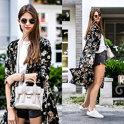 Jacky - Ray Ban Sunglasses, 3.1 Phillip Lim Bag, Levi's® Shorts, Adidas Sneakers - Floral Kimono