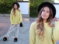Claudia Villanueva - H&M Hat, Pull & Bear Sweater, Amaretto Shop Bag, Zara Jeans, Asos Sandals - The Brightest Stars