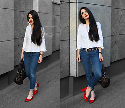 Justyna Lis - Marks & Spencer White Shirt, Zara Blue Jeans, Zara Red Heels, Chloé Chloe Bag - Blue jeans, white shirt