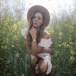 Jamie L ♡ - Brixton Hat, Polette Coachellla Sunglasses, Daniel Wellington Watch, Timberland Boots - Summerfield