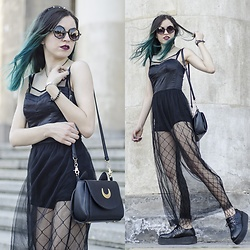Ola Brzeska - Rosegal Rounded Glasses, Rosegal Moon Bag, H&M Halloween Dress, Aliexpress.Com Fishnet Tights With Big Holes, Altercore Leather Creepers - The witch