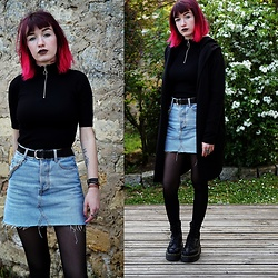 Lea B. - Bershka Top, Bershka Skirt, Dr. Martens Shoes - Chain