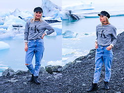 Saule S - H&M Captain Hat, Calvin Klein Ck Jeans Sweatshirt, Topshop Mom Jeans, Primark Chelsea Boots - This is Iceland baby!