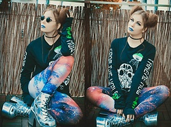 Isabell Mertens - Current Mood Longsleeve, Demonia Hologram Boots - Humans are weird