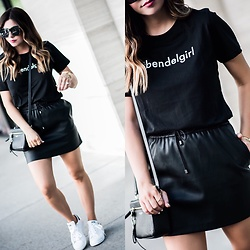 Flaunt and Center -  - All black
