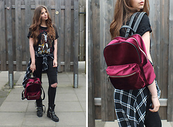 OH ANNE (BLOGGER) - Sacha Boots, Sacha Backpack - METALLICA SHIRT, VELVET BACKPACK & BIKER BOOTS | 3