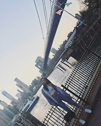 Catherinee Waa - Topshop Crop Top, Stylenanda Destroyed Frayed Hem Jeans, Topshop Oversized Hoodie, Lacoste Carnaby Sneakers Leather, Chanel Jumbo - Brooklyn Bridge