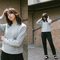 Randa Salloum - Frank + Oak Grey Crewneck Sweater, Frank + Oak Black Trousers, Vince Black Sandals - Frank + Oak Style Plan