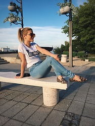 An Koko - P...S... Fashion Oversized Sunglasses, New Yorker T Shirt, New Yorker High Waist Jeans - Chillaxing