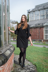 Andrea Funk / andysparkles.de - Dr. Martens Boots, Asos Dress - All in Black with Dr Martens