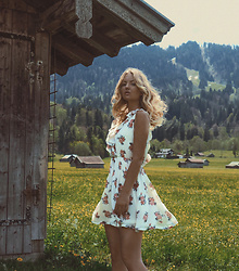Elin Hansson - H&M Bohemian Dress - Sound of music