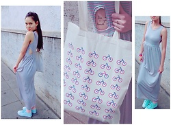 Tram Anh - Machima Cut Out Maxi Dress, Socks, Tamaris Turquoise Sneakers, Canvas Tote, Swarovski Rose Gold Ring - Amsterdam