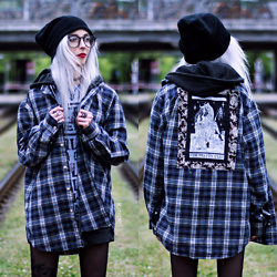 Kimi Peri - The Pretty Cult Plaid Flannel, Tights, Beanie, Glasses, The Rogue And Wolf Black Matte Ring, The Sunday Co. Pins, Solrayz Wolf Head Necklace, Stay Creepy Co. Trsu No One Tee, Choker, Uk Custom Plugs Flower Urn Hoodie - The Grumpy Cats