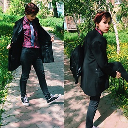 Nell Karasu - Shirt, Black Jeans, Black Shoes, Black Bags - Black or black?