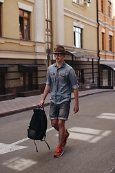 Alex Boyko - Zara Wool Hat, Next Shirt, Pull & Bear Shorts, Nike Sneakers, Gud Backpack - Denim style