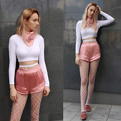 Patrycja Kołosowska - H&M Pink Satin Shorts, Missguided White Half Golf, Stradivarius Pink Shawl, New Look White Fishnet, Deez24 Velvet Shoes - Everyday - Ariana Grande