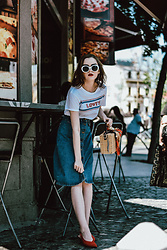 Andreea Birsan - Levi's Tee, Midi Button Front Denim Skirt, Square Bamboo Bag, Red Slingback Shoes, White Sunglasses - The fail proof summer outfit formula