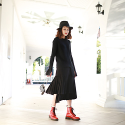 Miriam Mibao - Uniqlo 羊毛禮帽, Magjay Skirt, Miyuti 金屬手包, Dr. Martens Pascal Red Vintage Smooth - 黑色瘦瘦的紅色大大的