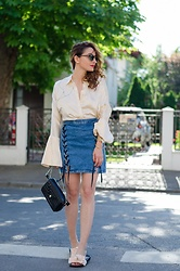 Cristina Feather - H&M Blouse, H&M Skirt, Rammi Slippers, Ray Ban Sunglasses - Silky smooth