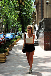 Ecaterina Rusu - Brandy Melville Usa Top, Brandy Melville Usa Shorts, Mango Bag, New Balance Sneakers - HEY THERE