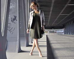 Madame Lala - New Yorker Jacket, Louis Vuitton Bag, H&M Dress - OBERHAFENBRUCKE