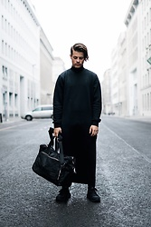 Kevin Elezaj - Nike Sneakers, One Piece Turtleneck, Eastpak Weekender - Blackness
