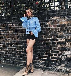 Dominique Malinowska - Missguided Striped Blouse, Asos Snake Print Boots, Topshop Ripped Shorts, Vintage Pink Aviator Sunglasses - Striped stuff