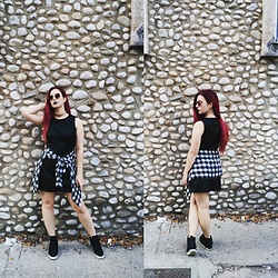 Lara Twist - Pull&Bear Shirt, Zara Dress, Guess? Sneakers, Zara Sunglasses - On the rocks