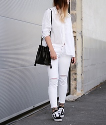 Alyssa Sc - Asos Oversized Shirt, Ltb Ripped Jeans, Hieleven Bucket Bag, Vans Sneakers - All White