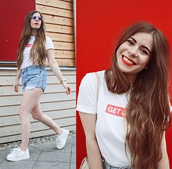 Elaine Hennings - Levi's® Denim Shorts, Lost Ink Shoes, Asos Glasses, Dit Is Balin Tshirt - Get Lost