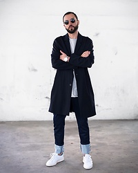 David Fernandez - Ray Ban Sunglasses, Alfex Watch, Cos Coat, Jagvi Jean, Adidas Sneakers - Casual outfit