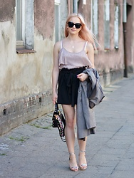 Natalia Piatczyc - Tally Weijl Strap Blouse, Chiffon Shorts, Trench Suede Coat, Silver High Heeled Sandals - Summer look