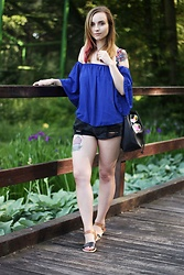 Iza Leszczak - Gamiss Blue Blouse - Off shoulder
