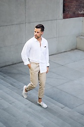Kevin Elezaj - Vans Sneakers, Gap Chino, Gap Shirt - Summer look