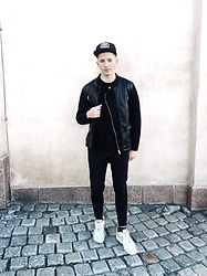 Alex Boyko - Stüssy Snapback, Zara Jacket, Pull & Bear Pants, Nike Air Max - Total black look