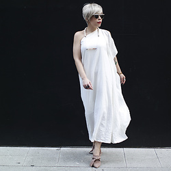 Priscila Diniz - Led White Dress - The slow fashion movement
