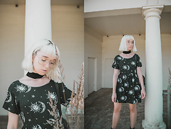 Peaches - Motel Babydoll Dress, Primark Clear Glasses, New Look Velvet Choker Necklace - Motel Babydoll