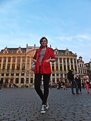 Diana Ilioi - Converse Sneakers, Bershka Backpack, Marks & Spencer Blazer - A day in Brussels